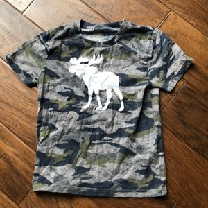 🦌 Abercrombie kids camouflage T-shirt 🦌